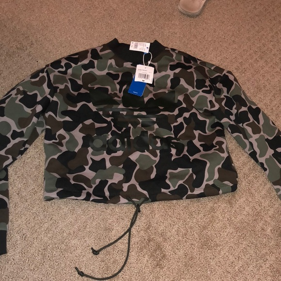Cropped adidas camo pullover NWT